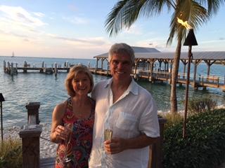 Ken Robson (sağda), karısı Gigi ile (solda)