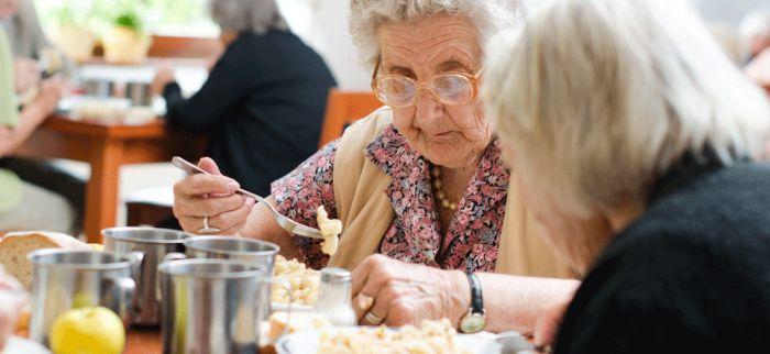 Yetersiz Beslenen Yaşlılara NHS'ten Mobil Uygulama Desteği